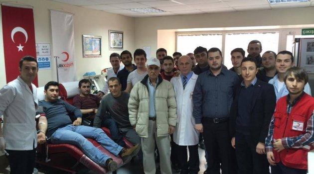"""""""AK"""" Gençler  Lösemi Hastası Elif İçin Bağışta Bulundu"""