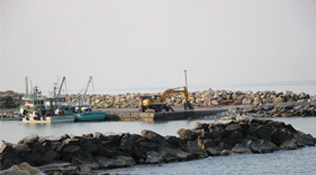 Ayancık'ta balıkçı barınağı yapım çalışmaları