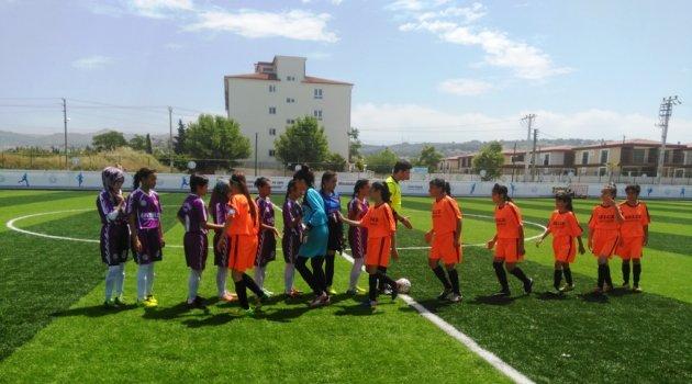 Boyabatlı kızlar futbolda üçüncü oldu