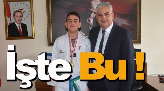 Kaymakam Aksoy'dan şampiyon sporcuya ödül