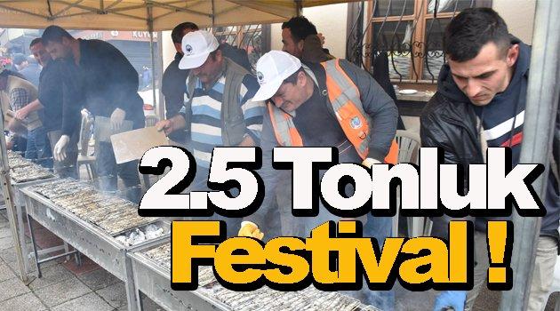 Sinop'taki festivalde 2,5 ton hamsi tüketildi