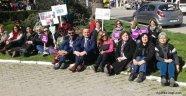 CHP'Lİ KADINLARDAN OTURMA EYLEMİ: YASTA DEĞİL İSYANDAYIZ!