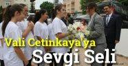 Vali Cetinkaya Çiçeklerle Karşılandı