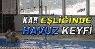 Sinop'ta Kar Eşliğinde Havuz Keyfi