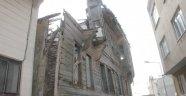 Tarihi bina tehlike saçıyor