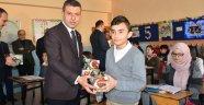 Boyabat'ta öğrencilere lale soğanı dağıtıldı