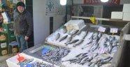 Fırtına nedeniyle tezgahlar havuz balıklarına kaldı