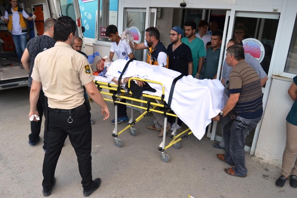 Sinop'ta otomobil ile kamyon çarpıştı: 4 yaralı