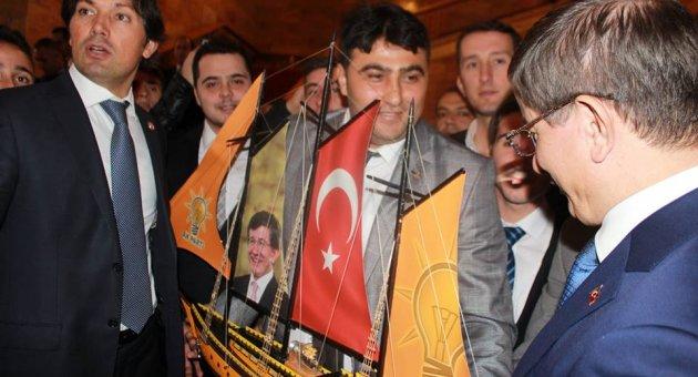 AK Partili gençlerden Davutoğlu'na kotra